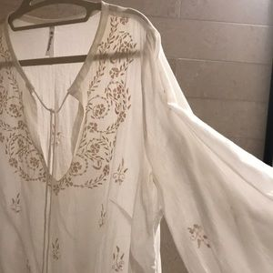 Beautifully detailed coverup / layer - NWOT